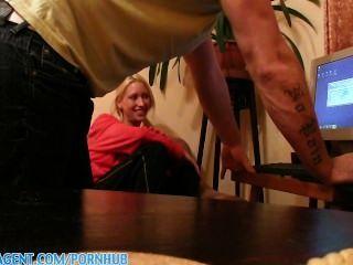 Publicagent सेक्सी गोरा अश्लील प्रशंसक ईवा ने मुझे सोफे पर सवारी
