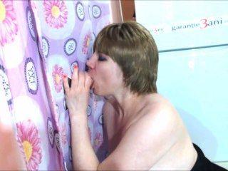 महिमा छेद चादर उसके स्तन पर महान कमिंग के साथ गर्म झटका नौकरी