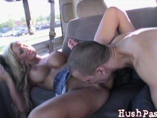 रियल सार्वजनिक सेक्स!एक पुल पर कमबख्त!