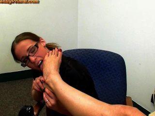 कार्यालय पैर की पूजा