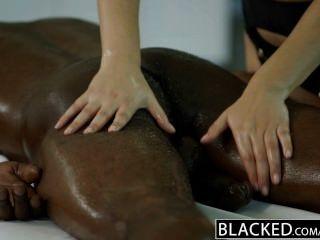 बेहोश सेक्सी इतालवी बेब Valentina Nappi जुनून के साथ काले आदमी Rimming