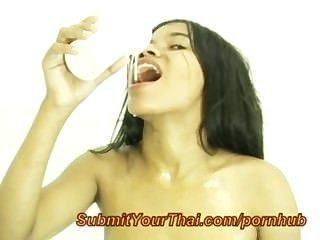 बड़े स्तन के साथ थाई किशोर गुदा हो जाता है