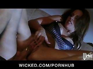 अविश्वसनीय रूप से गर्म बिग टिट रेड इंडियन बेब संभोग करने के लिए कठिन डिक Fucks