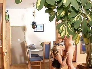 बड़े स्तन जर्मन माँ कमबख्त