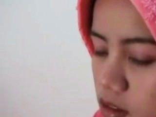 किशोर इंडोनेशियाई नौकरानी सफेद पहली बार डिक की कोशिश कर रहा