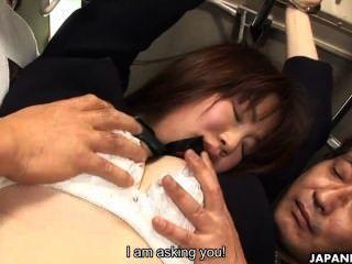 जापानी छात्रा Yayoi योशिनो बस में गड़बड़ Uncesnored