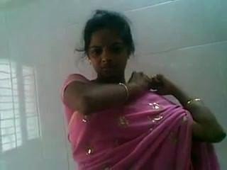 तेलुगु गुलाबी साड़ी