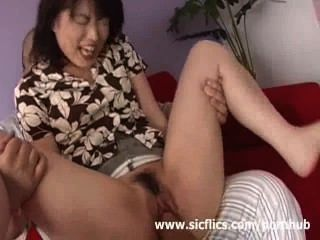 एशियाई लड़की क्रूरता Fisted जब तक कि वह संभोग में चिल्लाती
