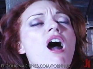 खेत लड़की खलिहान में मशीनों के सपने