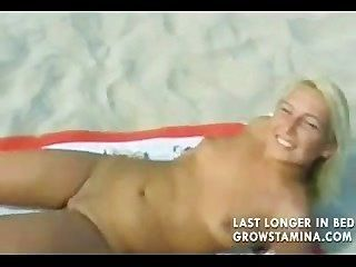 नग्न गोरा समुद्र तट पर गड़बड़