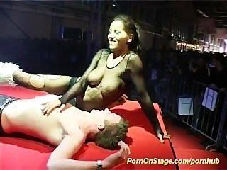 मंच पर सेक्स शो