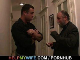 पुराने पति अपनी पत्नी बकवास करने के लिए उसे भुगतान करता है