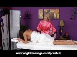 ऐश हॉलीवुड और एरियल के साथ अंतरजातीय समलैंगिक मालिश गुलाब