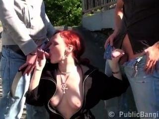 एक बस स्टॉप भयानक द्वारा सार्वजनिक त्रय यौन कार्य