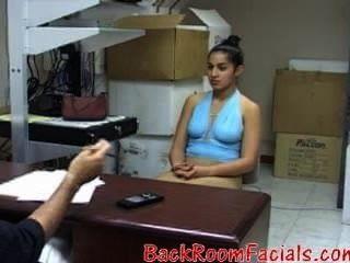 बेवकूफ लड़की, उसके लिए एक धैर्य एक नौकरी के साक्षात्कार के लिए आता है?