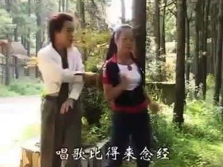 भाग्यशाली एशियाई आदमी 2 लड़कियों चीख बनाता है।