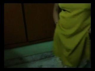 भारतीय एमआईएलए घर का सेक्स Bigtits नग्न एमएमएस लेने बौछार अलग करना उजागर