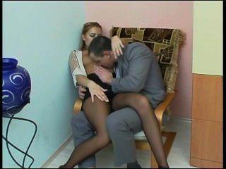 रूसी लड़की के साथ कार्यालय में सेक्स