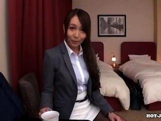 जापानी लड़कियों के बिस्तर Room.avi में हमला सेक्सी माँ