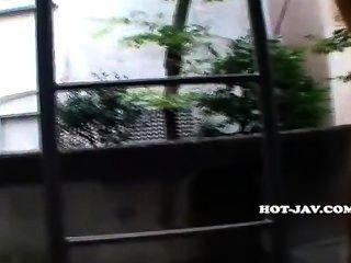 जापानी लड़कियों Park.avi पर हमला सेक्सी स्कूल लड़की