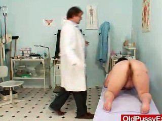 भारी स्तन Plumper परिपक्व Gyno डॉक्टर की जांच