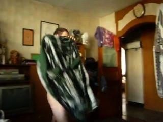 एक दोस्त के रूप में छिपे हुए कैमरे बिस्तर नग्न से बाहर हो जाता