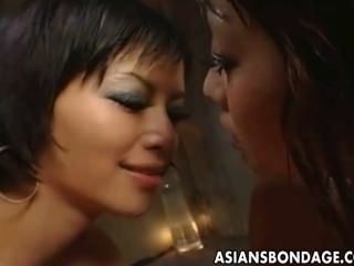 रेड इंडियन गुलाम लड़की पर नाराज और Toyed हो जाता है