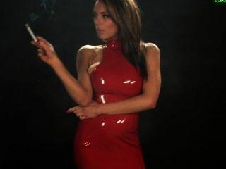 जेना धूम्रपान करता है