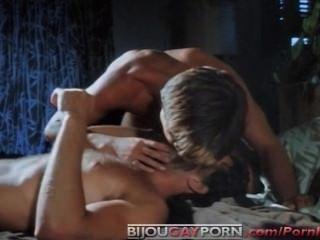 मूर्ति से रोमांटिक सेक्स दृश्य (1979) - क्लासिक समलैंगिक अश्लील