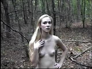 Kimber आउटडोर नग्न तंग