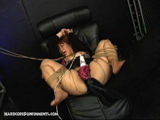 रस्सी में बंधे जापानी विनम्र सेक्स गुलाम और महिलाओं का दबदबा और Maledom द्वारा गड़बड़