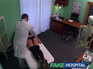 Fakehospital गर्म 20 जिमनास्ट चिकित्सक और दिए गए Creampie द्वारा बहकाया