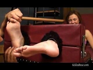 चाट और गुदगुदी पैर