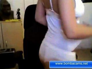 Bombacams.net से ऐनी Marie गर्म गोरा हमें उसके शरीर दिखाने