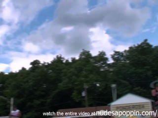 स्ट्रिपर्स इंडियाना में एक Poppin त्योहार दुनिया में जंगली जा प्रसिद्ध जुराब