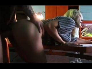 किशोर काम पर होने सेक्स करते पकड़ा