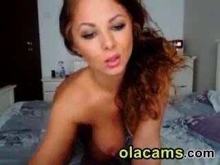 सेक्सी Readhead एमआईएलए शो प्राकृतिक बड़े स्तन