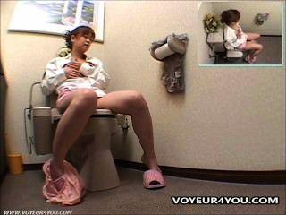 टॉयलेट हस्तमैथुन