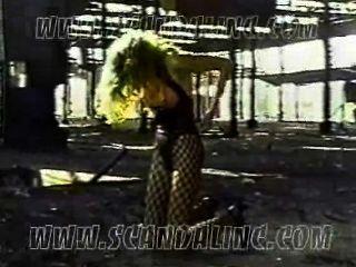 Satisfactiongroupe - कैमरून डियाज़ (जॉन Rutter द्वारा 1992 स्कैंडल वीडियो