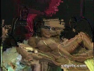 तीन महिला नंगा नाच में डेज़ी