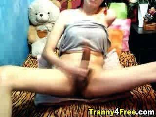 Tranny एक विशाल मुर्गा किया जाता है