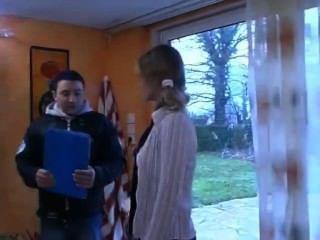 प्यारा फ्रेंच किशोर डी के बारे में सीखता है।