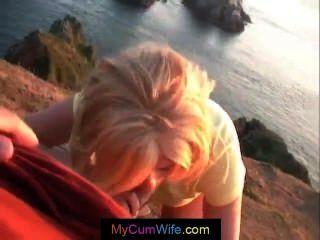 गोरा पत्नी अपने पति एक Pov Blowjob दे रही है और सह हो जाता है