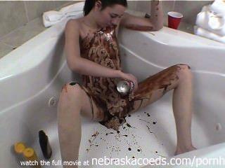 अजीब चॉकलेट खाद्य खेलते हैं और केले पैठ शौकिया वीडियो
