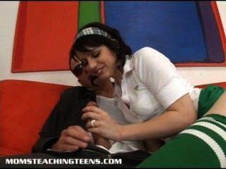 निर्दोष किशोर Lexi चूसना और Milf Aiden से बकवास करने के लिए सीखने
