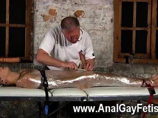 समलैंगिक नंगा नाच आपको पता है कि यह बेहतर संवर्धन एक लड़के आदमी सॉसेज बनाने के लिए प्यार करता है